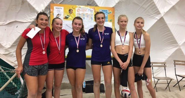 Velký úspěch na junior lize U16 – Jana a Verča vyhrály !!! Postupují do vyšší ligy. Gratulujeme! Beach Liberec